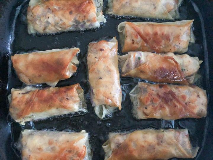 spring rolls frying